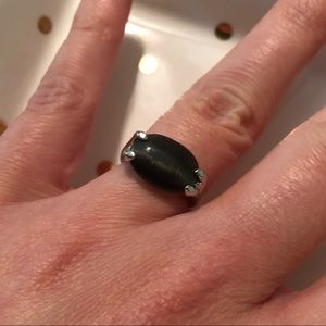 Jewelry - Gorgeous black oval stone ring. Size 5.5.